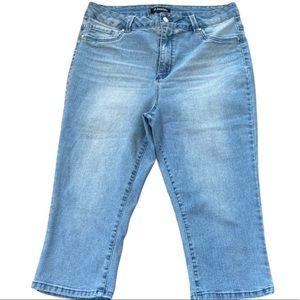 Size 12 light wash Capri jeans